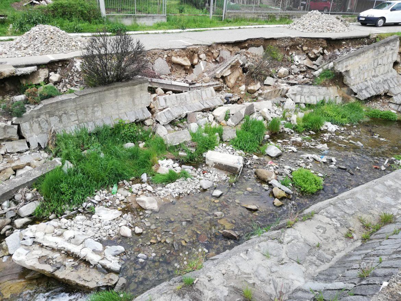 Упутили смо захтев за хитну санацију кеја Романовске реке